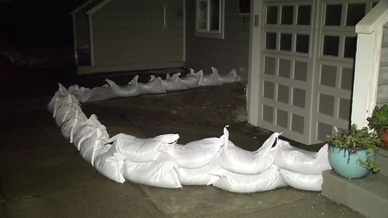 San Francisco residents prepare for the latest El Nino storm with sandbags January 5, 2016.
