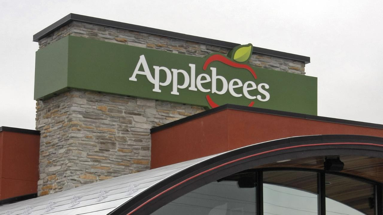 ** FILE ** The Applebees location in St. Peters, Mo. is seen in this Sept. 26, 2007 file photo. Shareholders of Applebees International Inc.