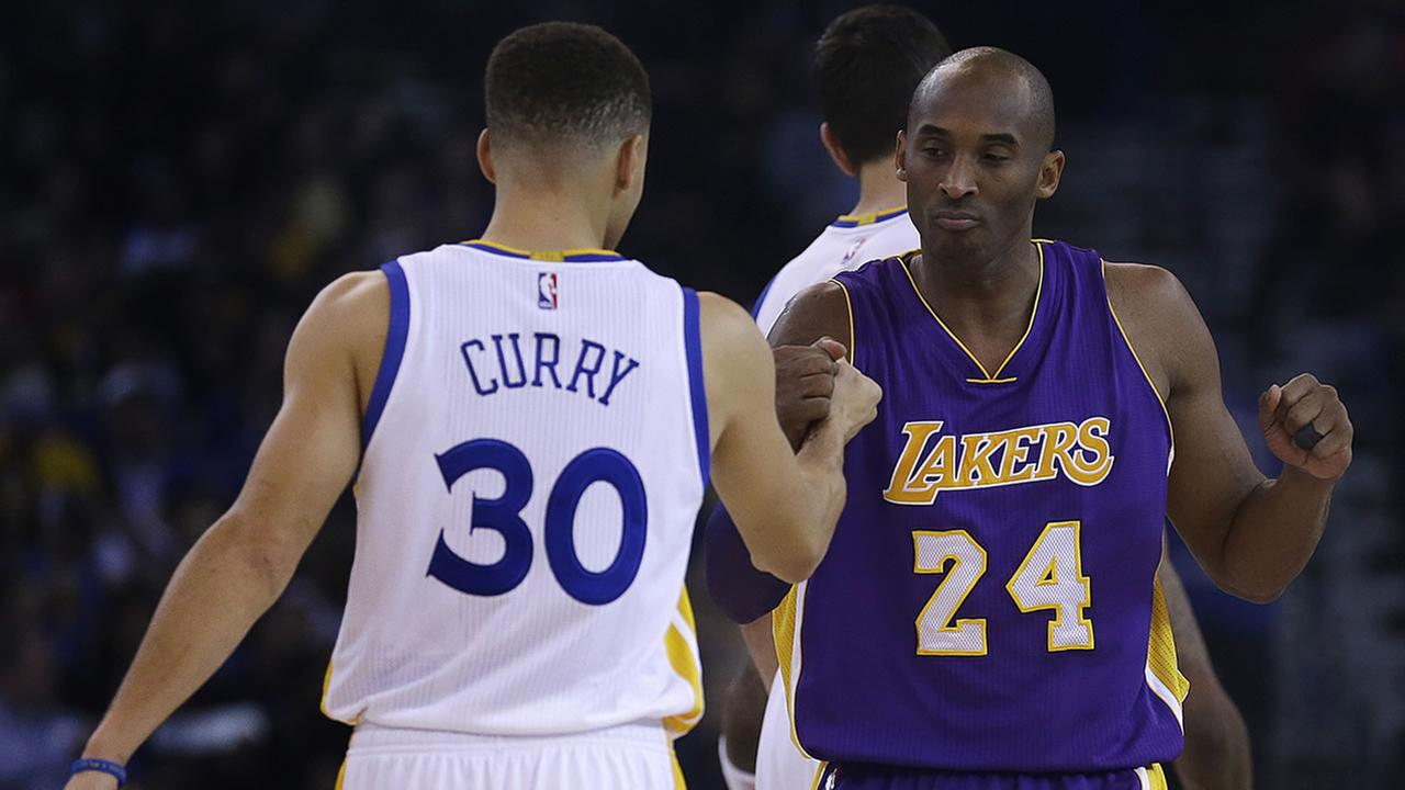 Lakers Kobe Bryant greets Warriors Stephen Curry