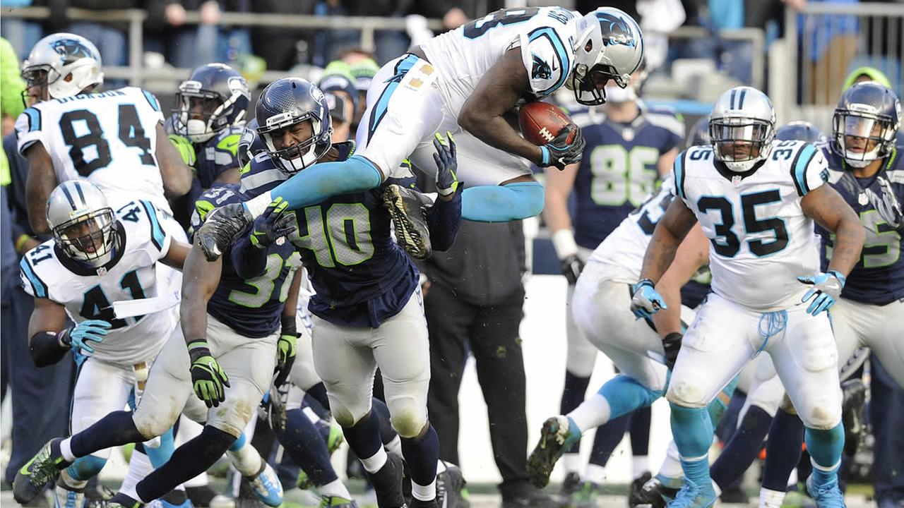 Panthers Thomas Davis receives an on-side kick from the Seahawks during the second half of an NFL divisional playoff football game, Sunday, January 17, 2016. (AP Photo)