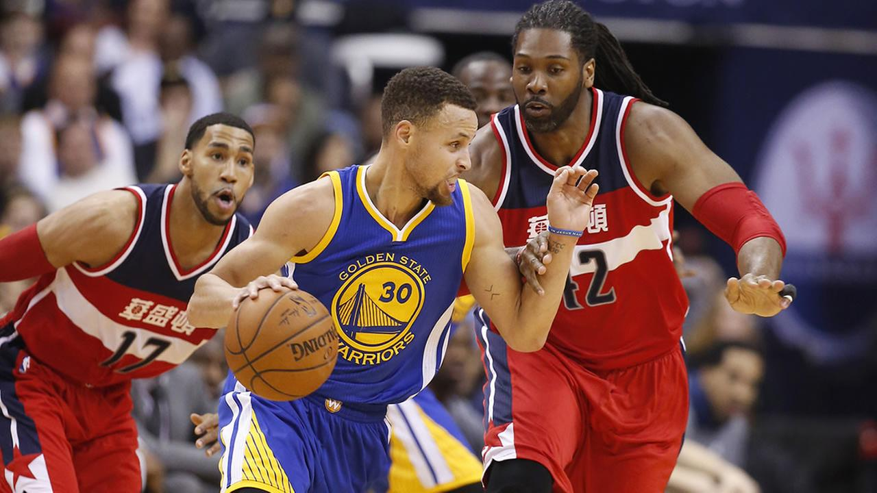 Golden State Warriors guard Stephen Curry and Washington Wizards guard Garrett Temple