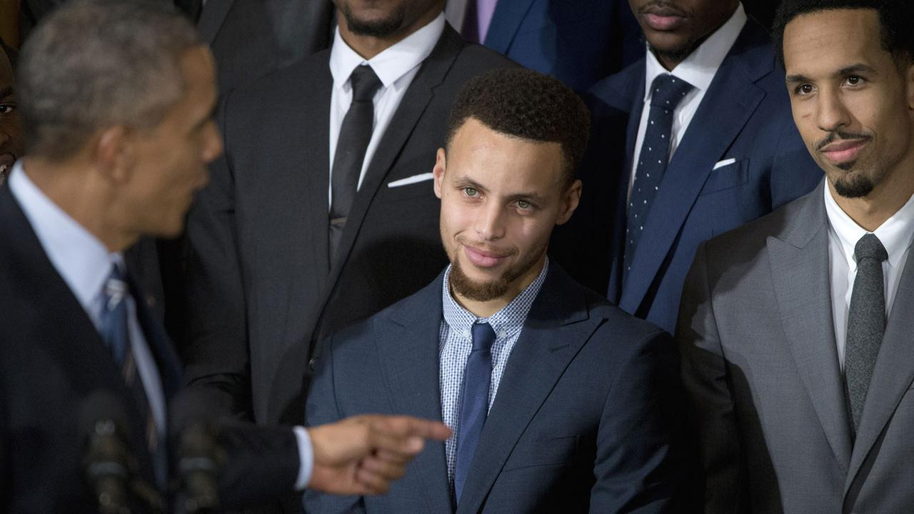 President Barack Obama points to Golden State Warrior basketball player Stephen Curry, center, during a ceremony at the White House in Washington, Thursday, Feb. 4 2016.AP