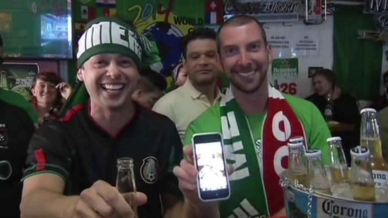 fans watch world cup with their smartphones