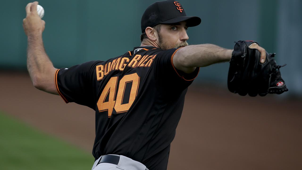 San Francisco Giants starting pitcher Madison Bumgarner throws during practice before the spring baseball season in Scottsdale, Ariz., Thursday, Feb. 18, 2016. (AP Photo/Chris Carlson)