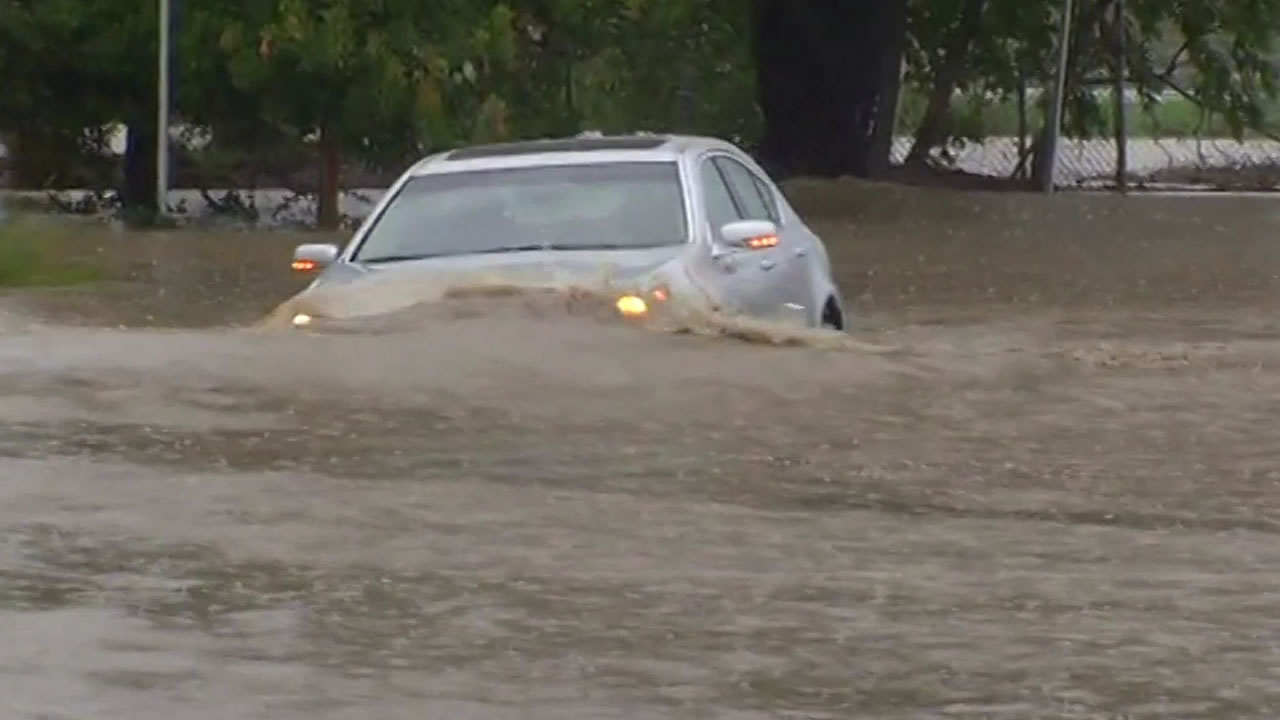 "<div class=""meta image-caption""><div class=""origin-logo origin-image ""><span></span></div><span class=""caption-text"">Car driving through large pool of water in Rohnert Park on Thursday, Dec. 11, 2014. (ABC7 News)</span></div>"