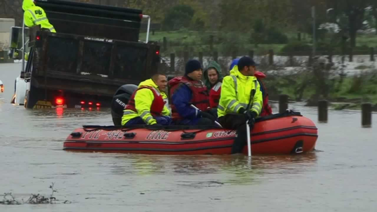 "<div class=""meta image-caption""><div class=""origin-logo origin-image ""><span></span></div><span class=""caption-text"">In some parts of Healdsburg, it's easier to float around than drive on Thursday, Dec. 11, 2014. (ABC7 News)</span></div>"