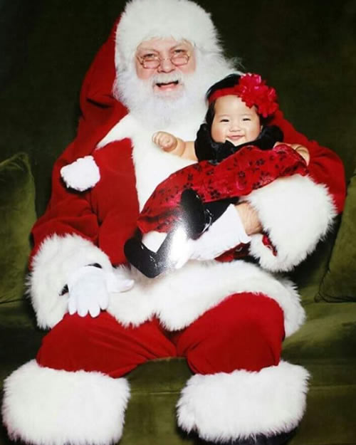 "<div class=""meta image-caption""><div class=""origin-logo origin-image none""><span>none</span></div><span class=""caption-text"">A young girl smiles as she sits on Santa's lap in this undated image. (Photo sent to KGO-TV by chielyn1231/Instagram)</span></div>"