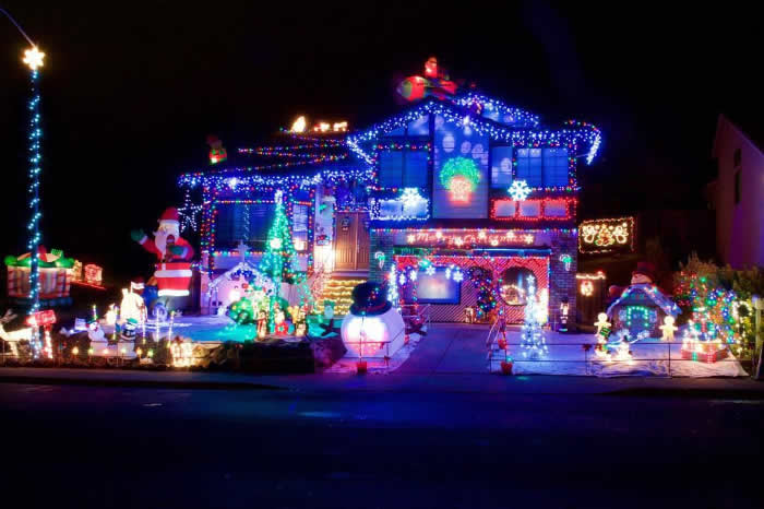 "<div class=""meta image-caption""><div class=""origin-logo origin-image none""><span>none</span></div><span class=""caption-text"">A home in Concord, Calif. is decorated in holiday lights in this undated image. (Photo sent to KGO-TV by @cityofconcord/Instagram)</span></div>"