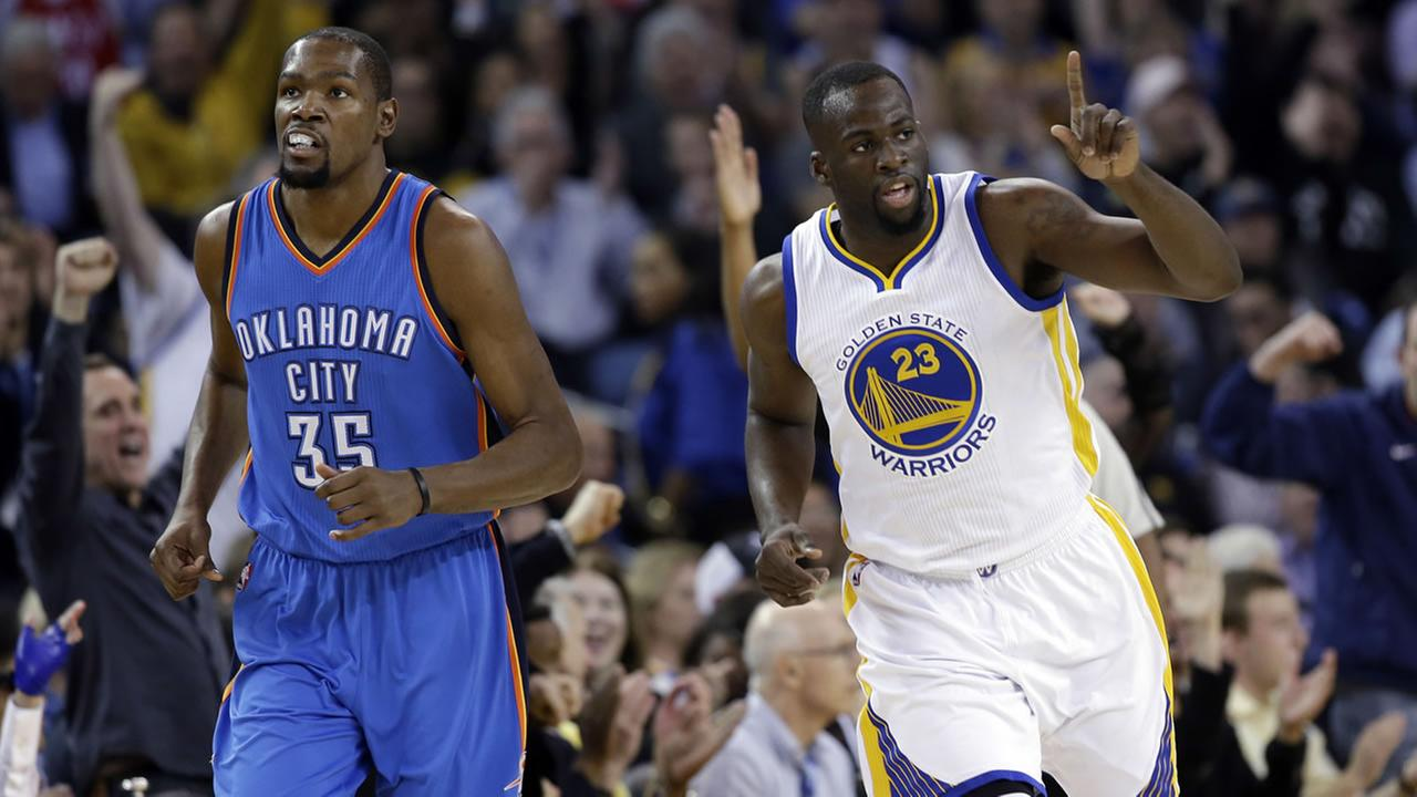 Golden State Warriors Draymond Green (23) celebrates after scoring next to Oklahoma City Thunders Kevin Durant (35) during an NBA basketball game Thursday, March 3, 2016.
