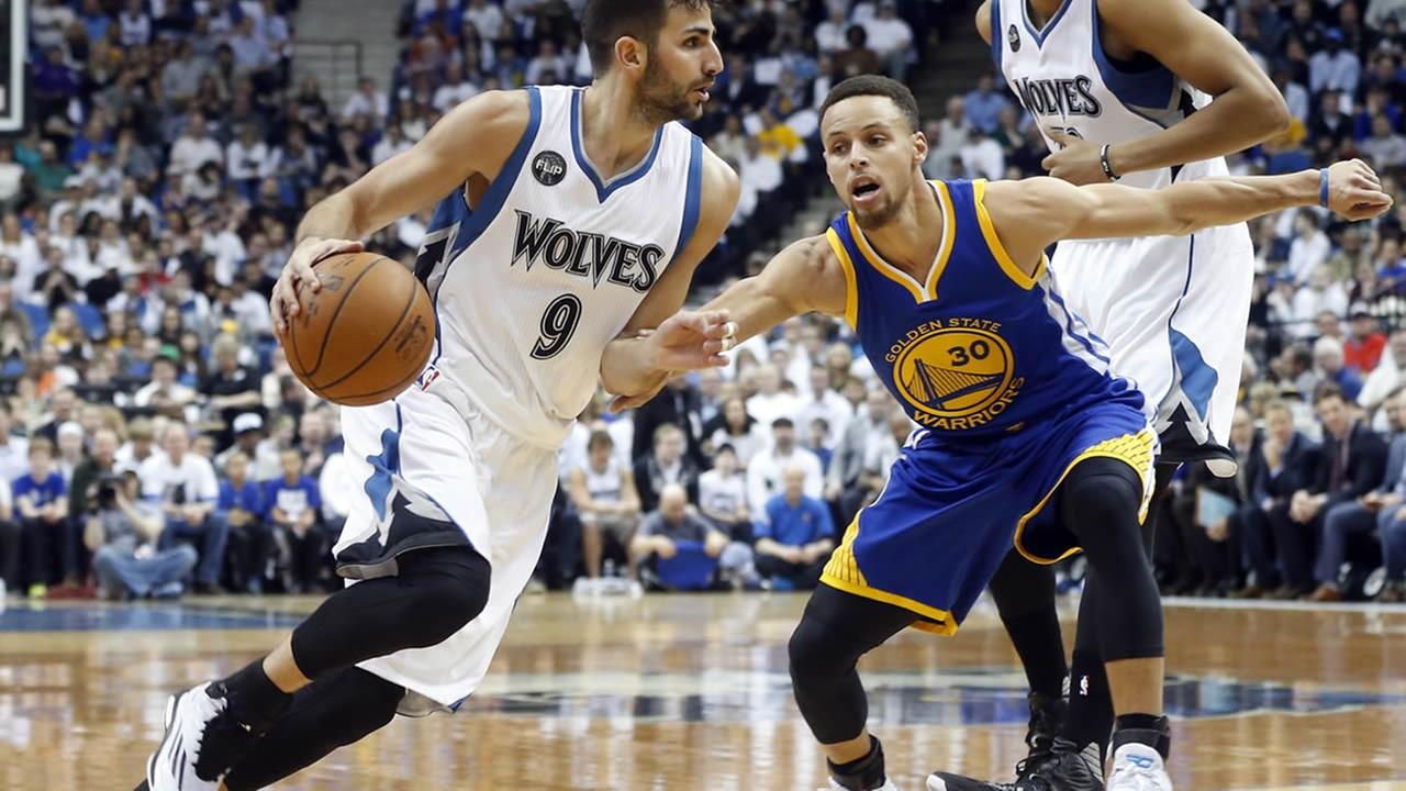 Minnesota Timberwolves Ricky Rubio, left, of Spain, drives around Golden State Warriors Stephen Curry in the first quarter of an NBA basketball game Monday, March 21, 2016, in Minneapolis.
