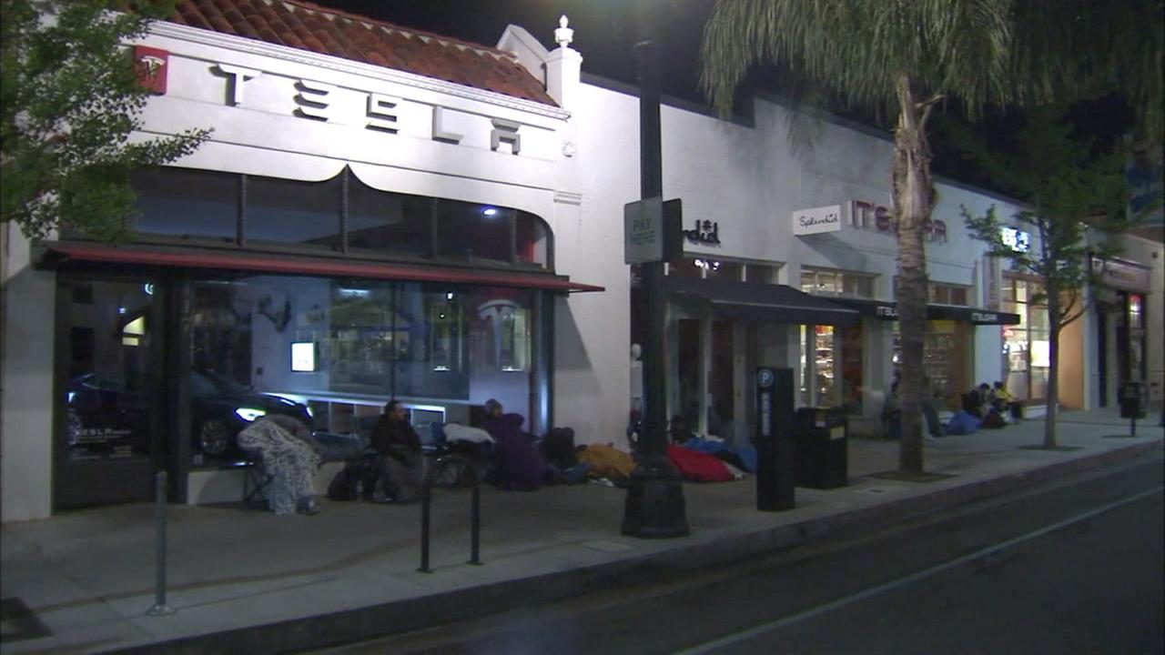 Residents in Los Angeles wait in line for a new Tesla Model 3, March 31, 2016.