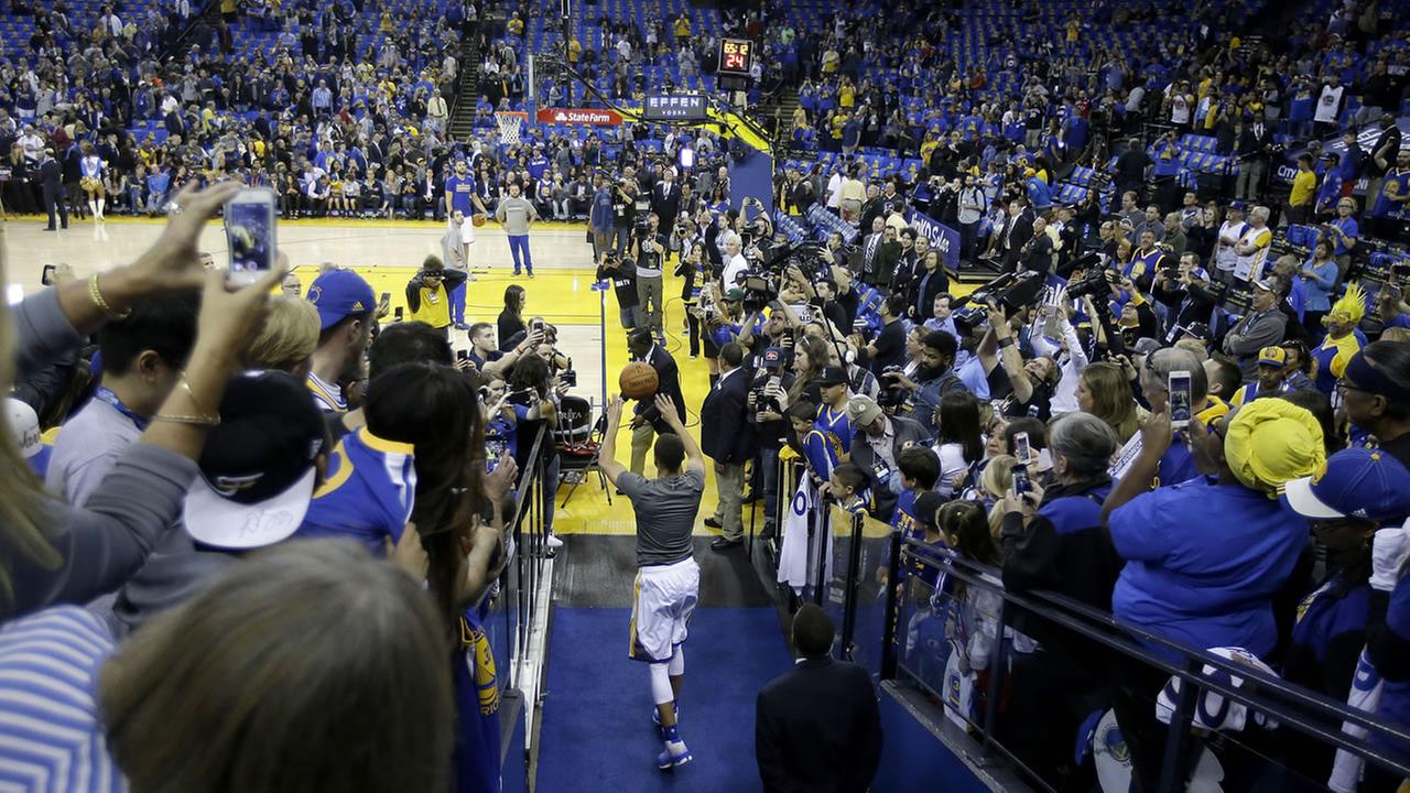 Golden State Warriors guard Stephen Curry shoots from an aisle while warming up before an NBA basketball game against the Memphis Grizzlies in Oakland, Calif.AP Photo/Marcio Jose Sanchez