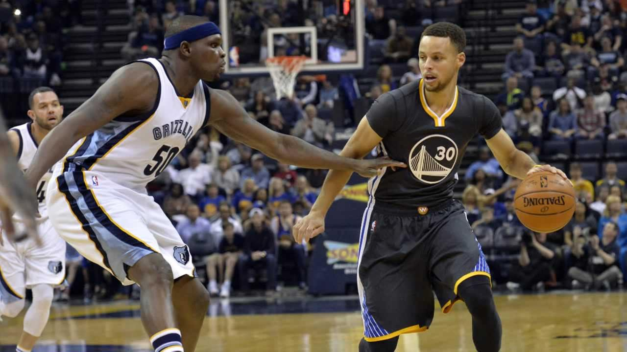 Warriors Stephen Curry controls the ball against Memphis Grizzlies forward Zach Randolph in the first half of an NBA basketball game Saturday, April 9, 2016, in Memphis, Tenn.