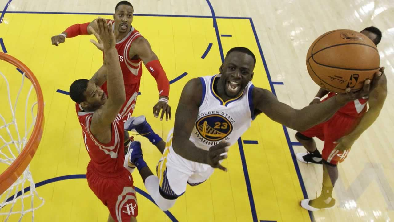 Warriors Draymond Green drives past Houston Rockets Trevor Ariza on Wednesday, April 27, 2016, in Oakland, Calif.