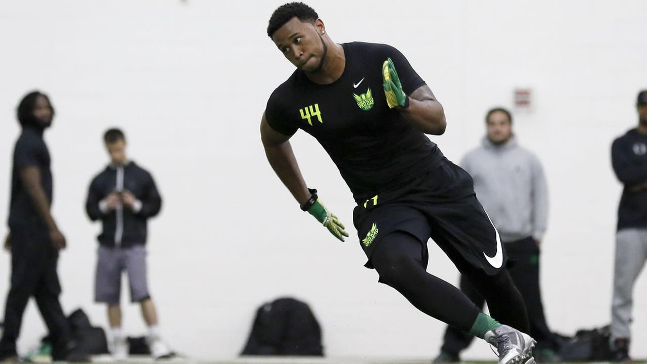 Oregons DeForest Buckner works out for NFL football scouts during Pro Day at the University of Oregon, Thursday, March 10, 2016, in Eugene, Ore.