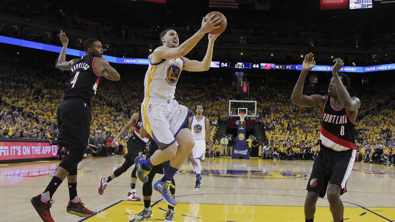 Warriors Klay Thompson drives past Trail Blazers Maurice Harkless during Game 1 of a second-round NBA basketball playoff series on May 1, 2016, in Oakland, Calif. (AP Photo)