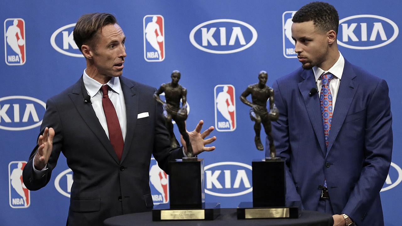 Steve Nash, left, gestures beside Golden State Warriors guard Stephen Curry during the NBAs Most Valuable Player award presentation on May 10, 2016, in Oakland, Calif. (AP Photo/Ben Margot)AP Photo/Ben Margot