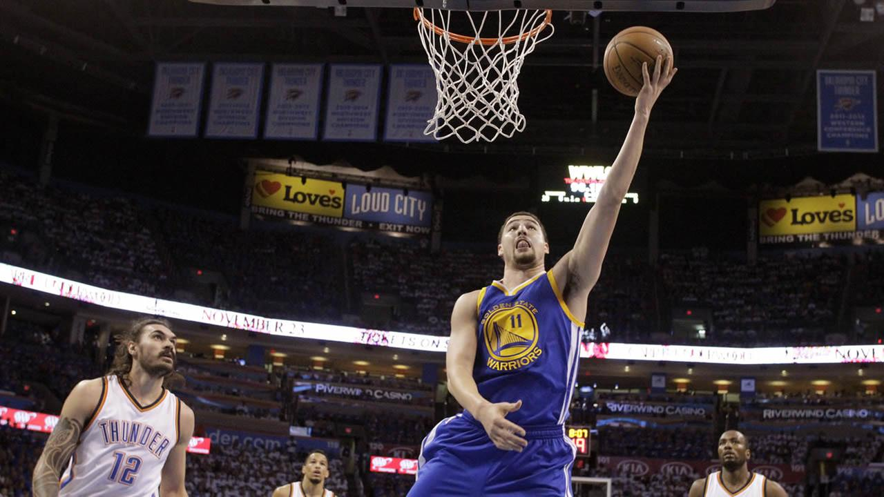 Warriors Klay Thompson shoots against Thunder during Game 3 of the NBA basketball Western Conference finals in Oklahoma City, Sunday, May 22, 2016. (AP Photo)