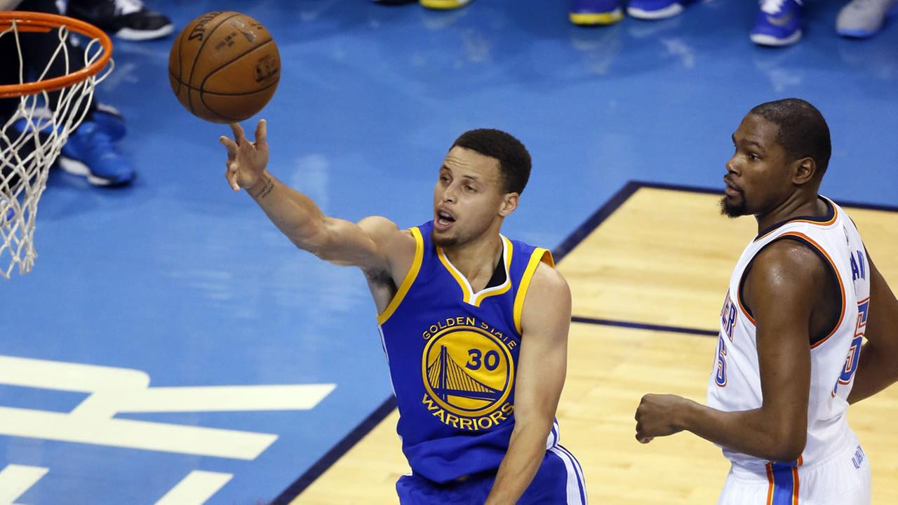 Golden State Warriors guard Stephen Curry (30) gets past Oklahoma City Thunder forward Kevin Durant (35) to shoot in Game 4 of the NBA basketball Western Conference Finals.