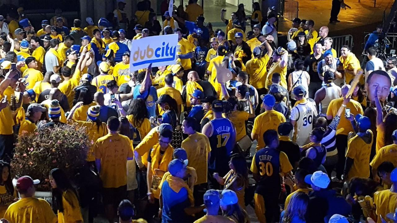 This image shows Warriors fans outside of Oracle Arena in Oakland after Game 1 of the NBA Finals.
