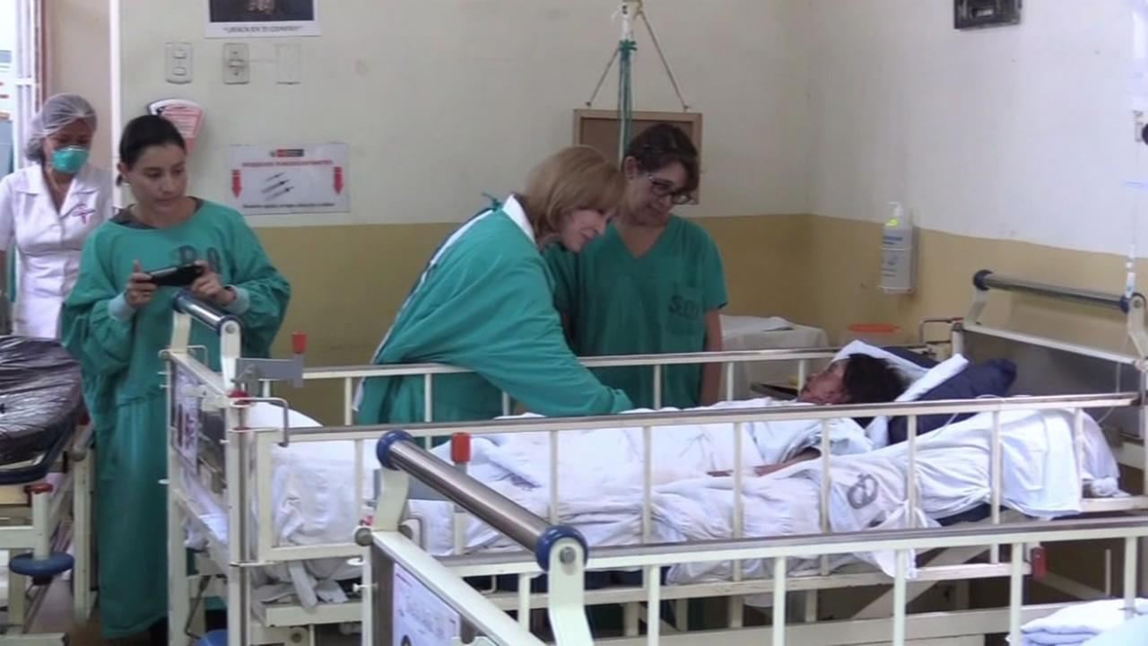 Cheryl Jennings speaks with a patient while visiting a hospital supported by VIDA in Lima, Peru.