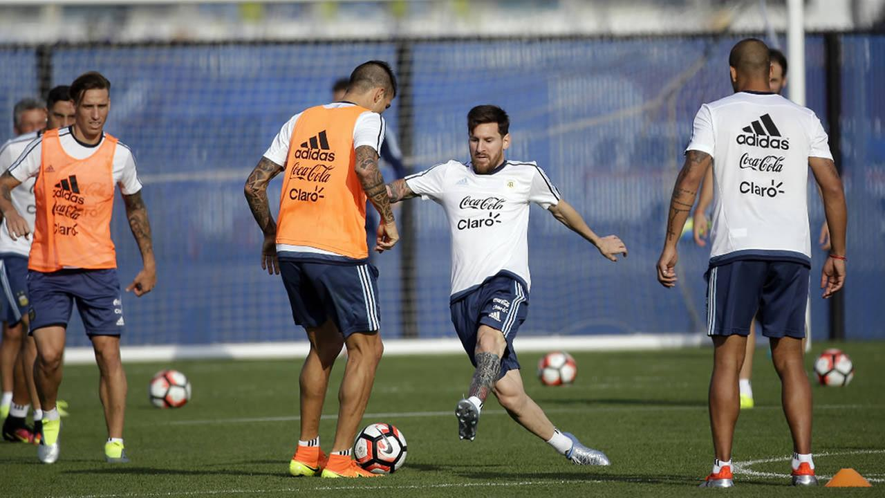 Argentinas trains ahead of the teams Copa America soccer final against Chile, Friday, June 24, 2016, in East Rutherford, N.J.