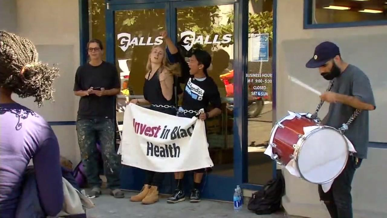 072116-kgo-opd-hq-blm-protest-more-img_Image_16-04-15,21KGO-TV