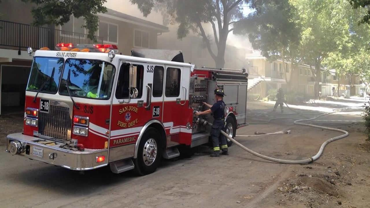 Crews battle house fire in San Jose