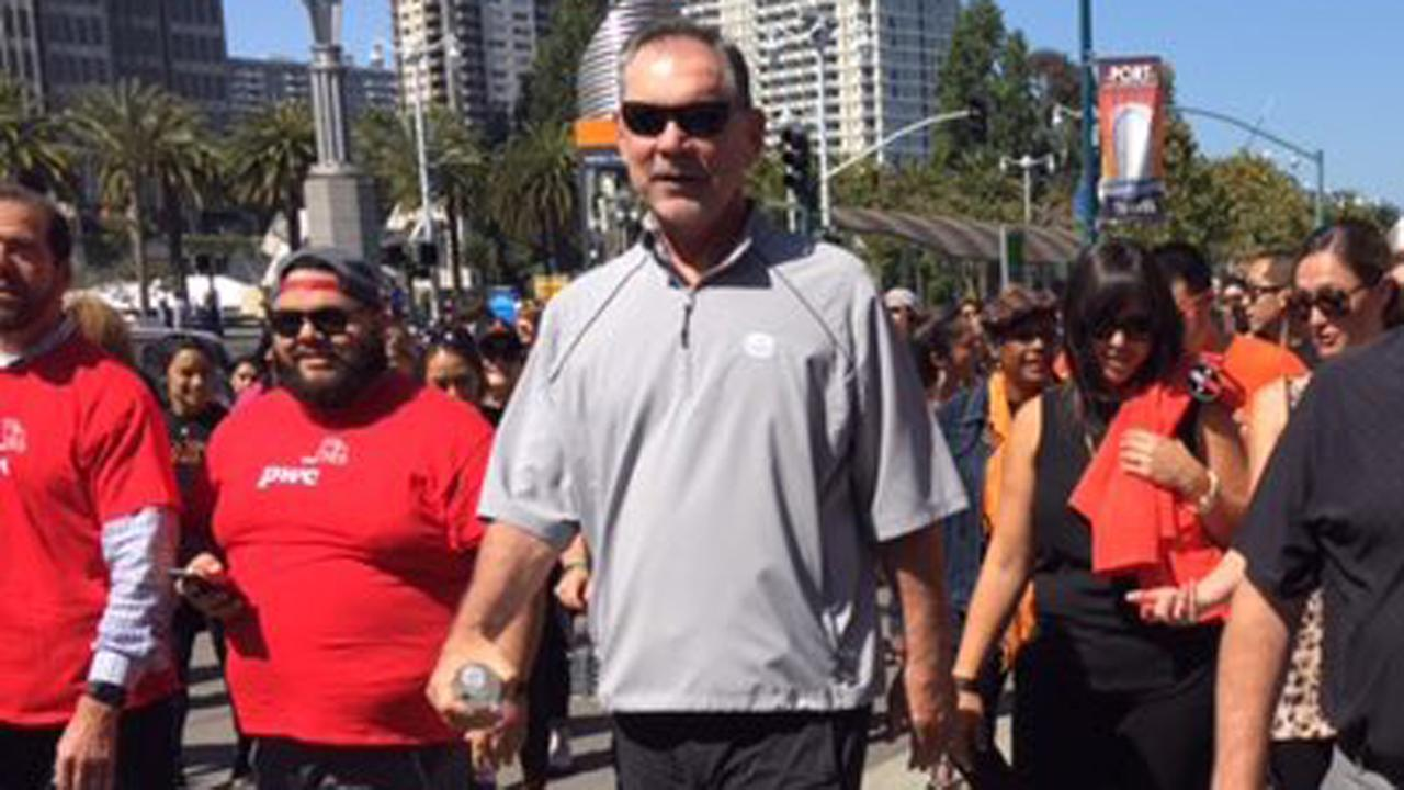 Giants Manager Bruce Bochy participates in Heart Walk in San Francisco, Friday, September 16, 2016.