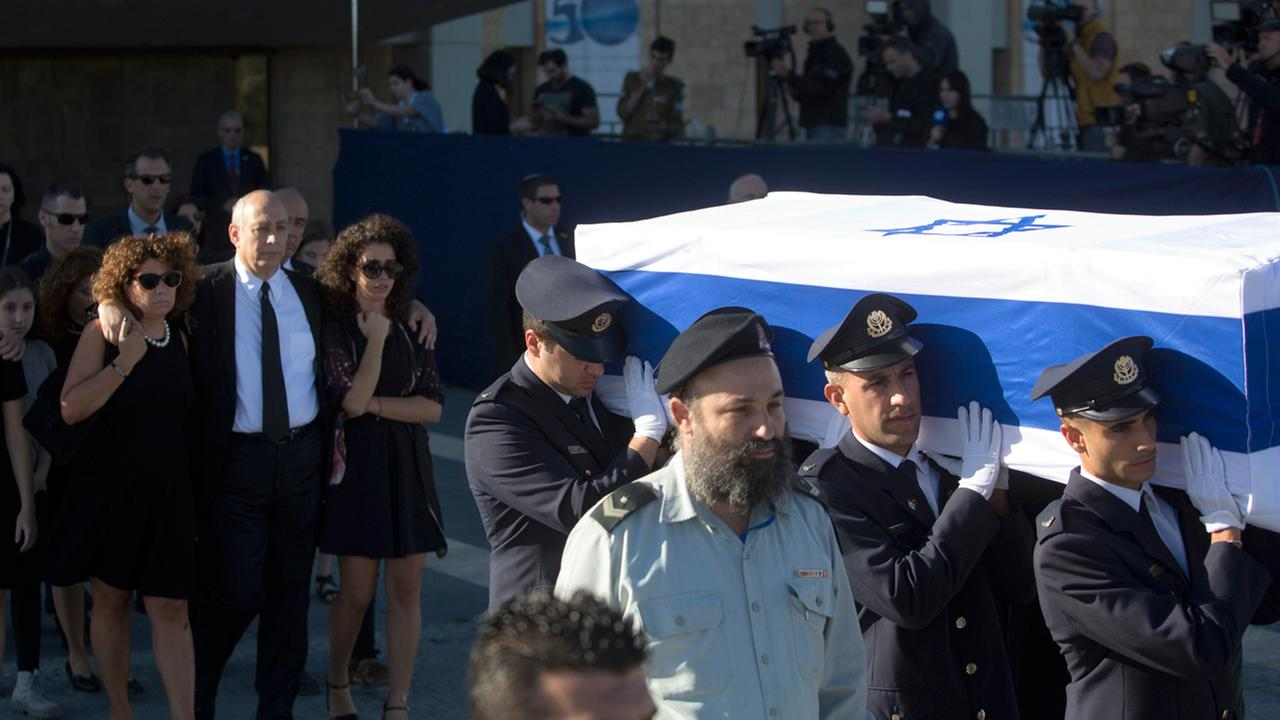 Members of the Knesset guard carry the coffin of former Israeli President Shimon Peres, at the Knesset, Israels Parliament, in Jerusalem, Friday, Sept. 30, 2016.
