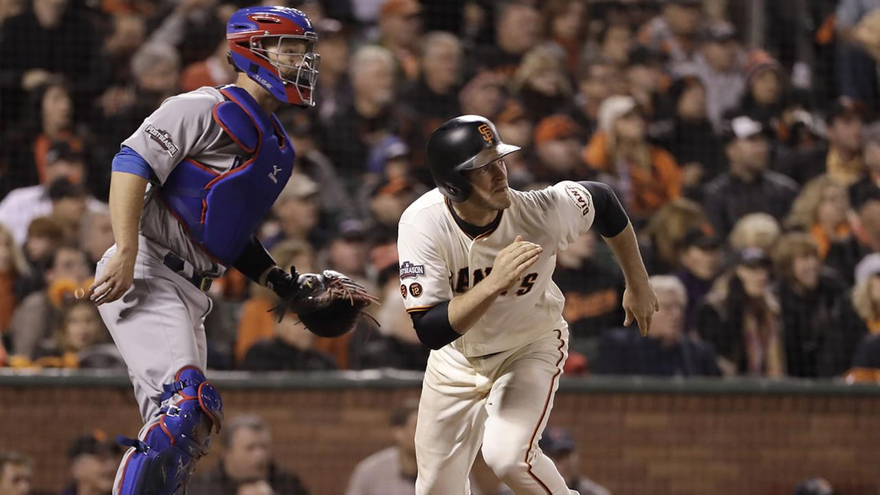 Giants Conor Gillaspie hits a run-scoring single against the Cubs during the fifth inning of Game 4 in San Francisco, Tuesday, Oct. 11, 2016. (AP Photo/Marcio Jose Sanchez)