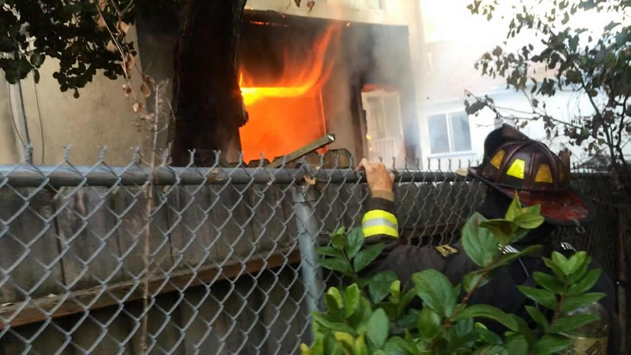 Propane tank explodes in Oakland causing a fire at a home