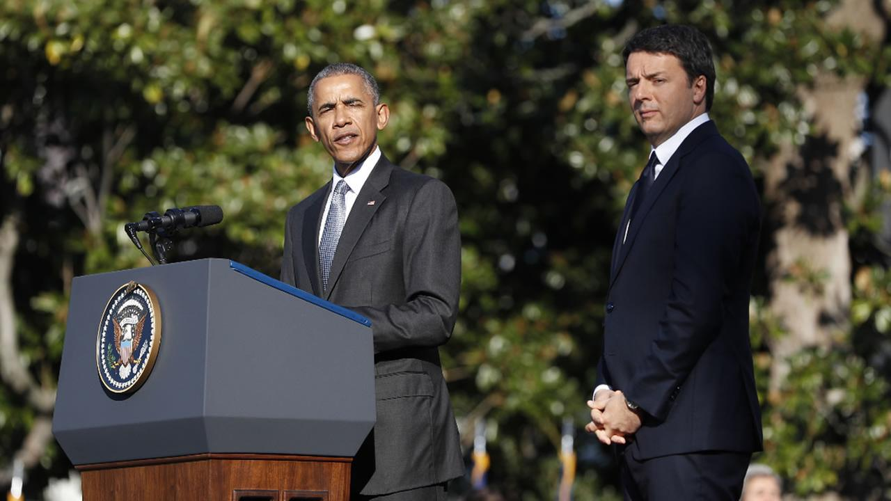 President Barack Obama welcomes Italian Prime Minister Matteo Renzi during a state arrival ceremony, Tuesday, Oct. 18, 2016, on the South Lawn of the White House in Washington.