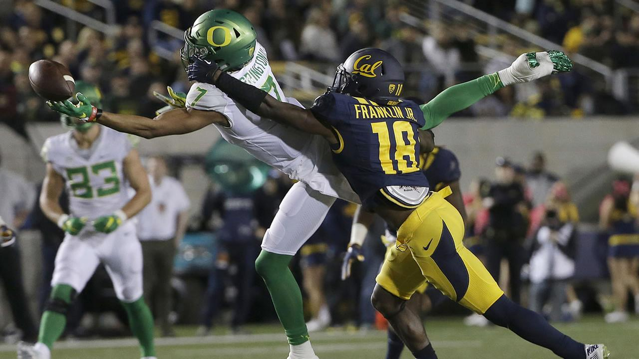 Oregon wide receiver Darren Carrington II (7) cannot catch a pass while defended by California cornerback Marloshawn Franklin Jr. (18) during a football game in Berkeley, Calif.
