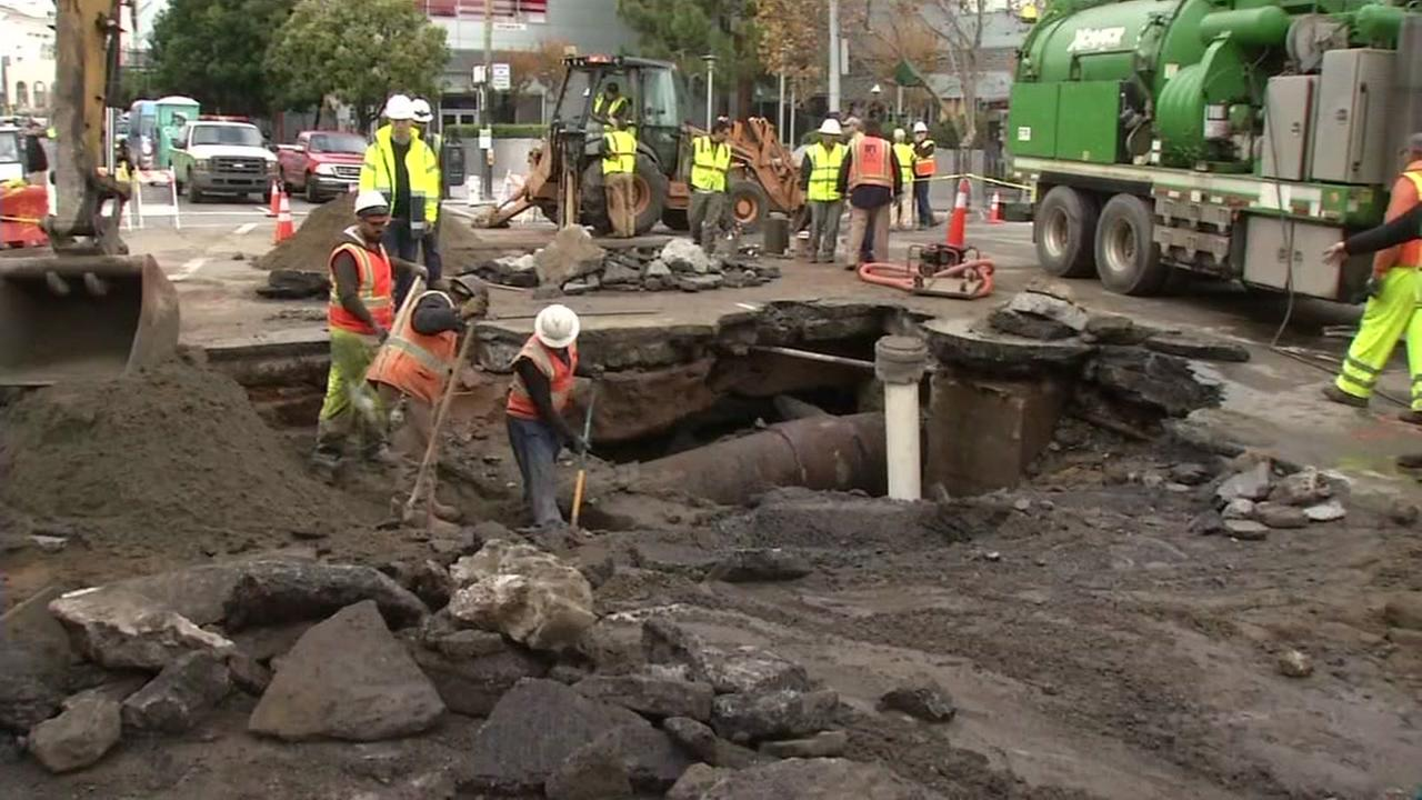 Crews work on a water main break near 4th and Howard streets in San Francisco on Dec. 9, 2016.