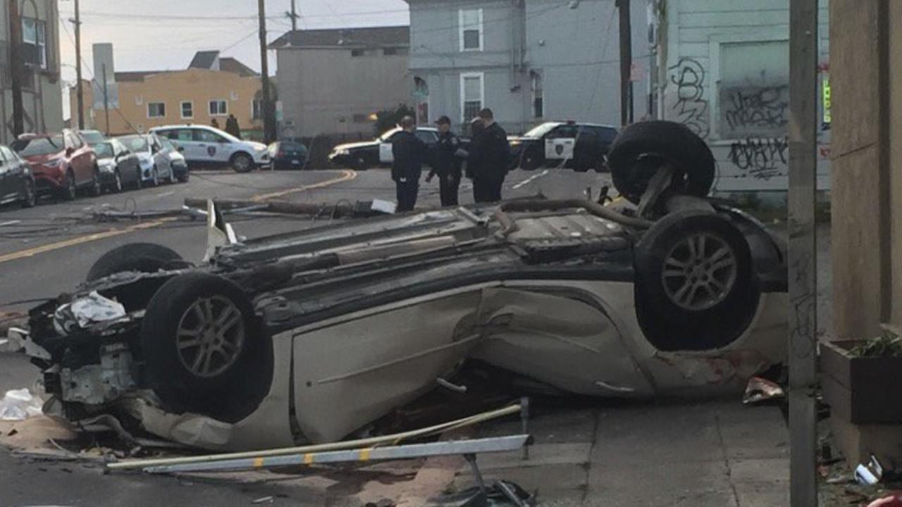 1 critical after car crashes into building in Oakland | abc7news.com