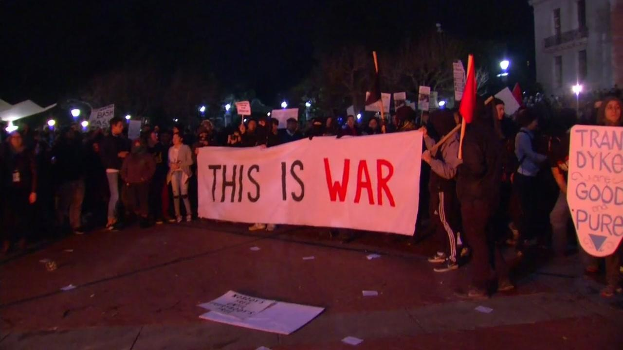 Protesters gather on the UC Berkeley campus after the cancelation of Milo Yianoppoulos event on Feb. 2, 2017.KGO-TV