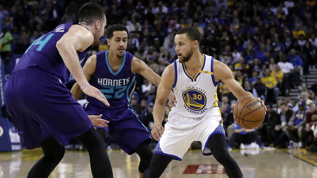 Warriors Stephen Curry (30) during the second half of an NBA basketball game against the Charlotte Hornets Wednesday, Feb. 1, 2017, in Oakland, Calif.