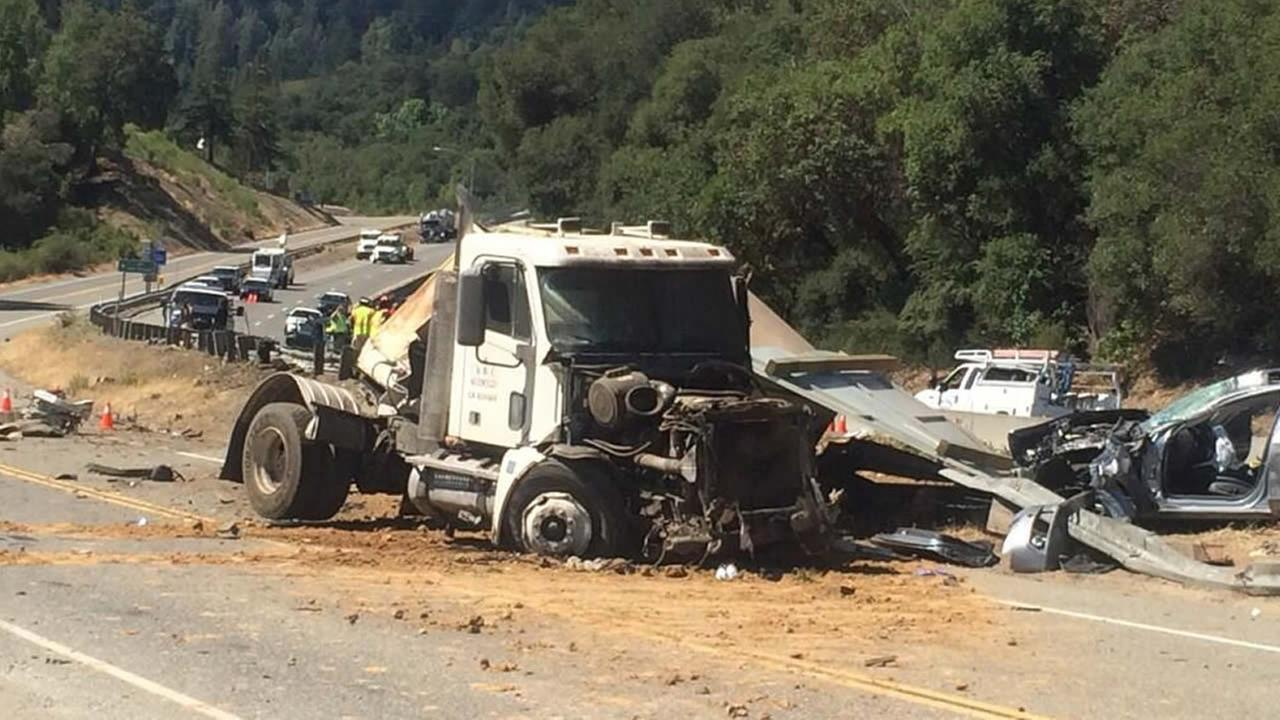 Fatal crash snarls traffic on Hwy 17 in Santa Clara County <span class=meta>(Courtesy ABC7 News Reporter, David Louie @abc7david via Twitter)</span>