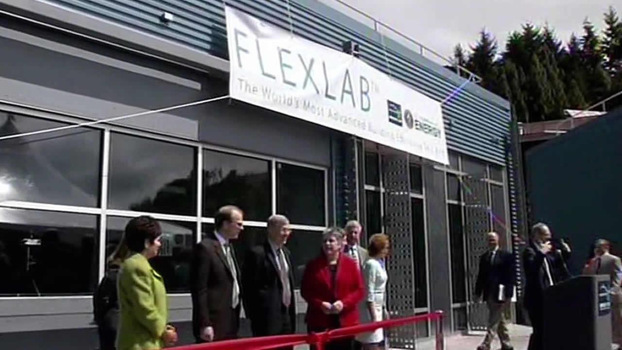 ribbon cutting at FLEXLAB