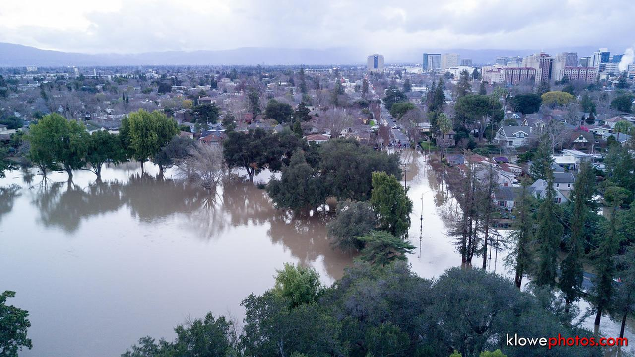 Flooding overtakes William Street in San Jose, Calif. on Feb. 22, 2017.KLowePhotos.com