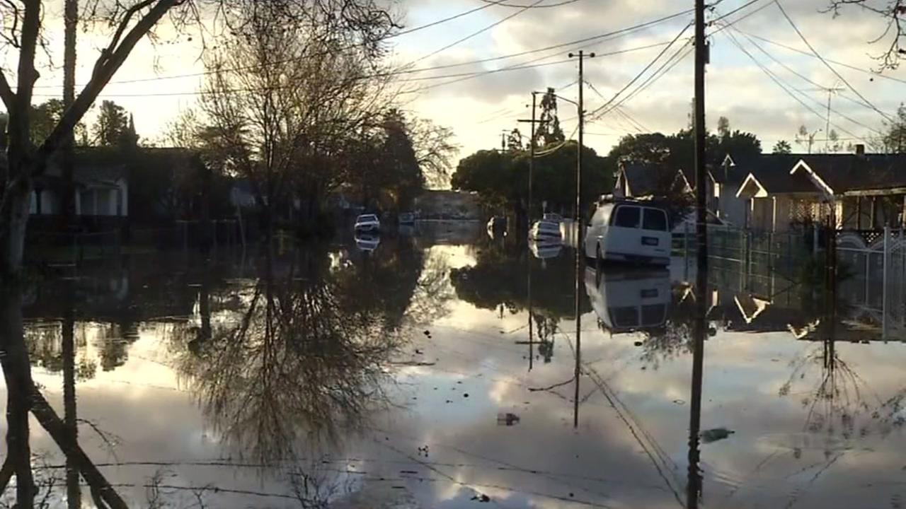 50,000 San Jose residents ordered to evacuate their homes, as storms prompt flooding, Wednesday, February 22, 2017KGO-TV