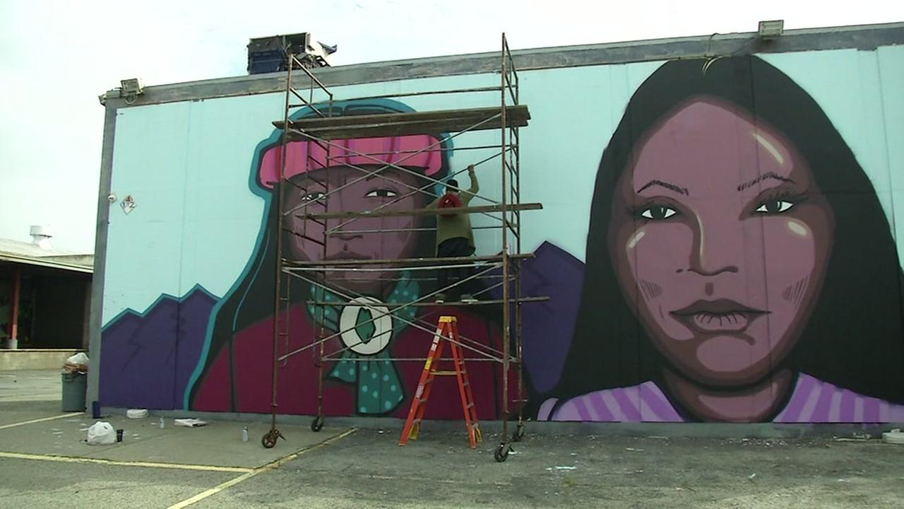 Muralists pays tribute in Native Americans in the Mission