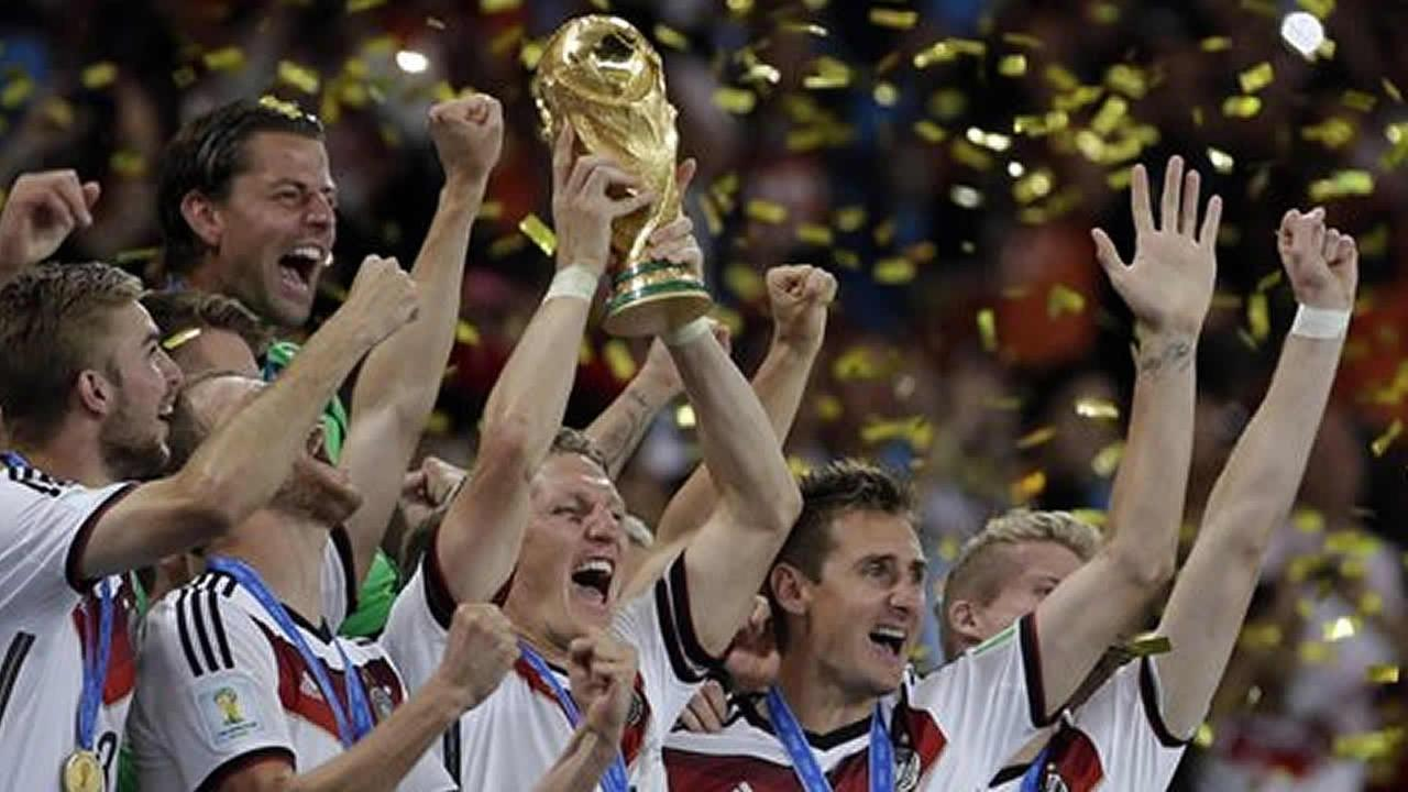 Germans hold World Cup trophy