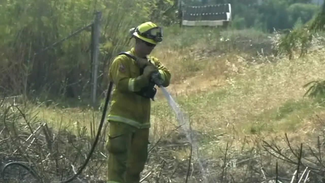 Firefighter helps put out Fairfield brush fire
