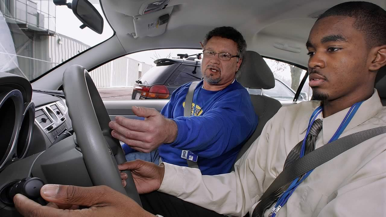 Driver Education instructor Bob Nika, left, gives 10th grade student Brian McIntyre, right, instructions during a class in Springfield, Ill., Feb. 23, 2007. (AP Photo/Seth Perlman)