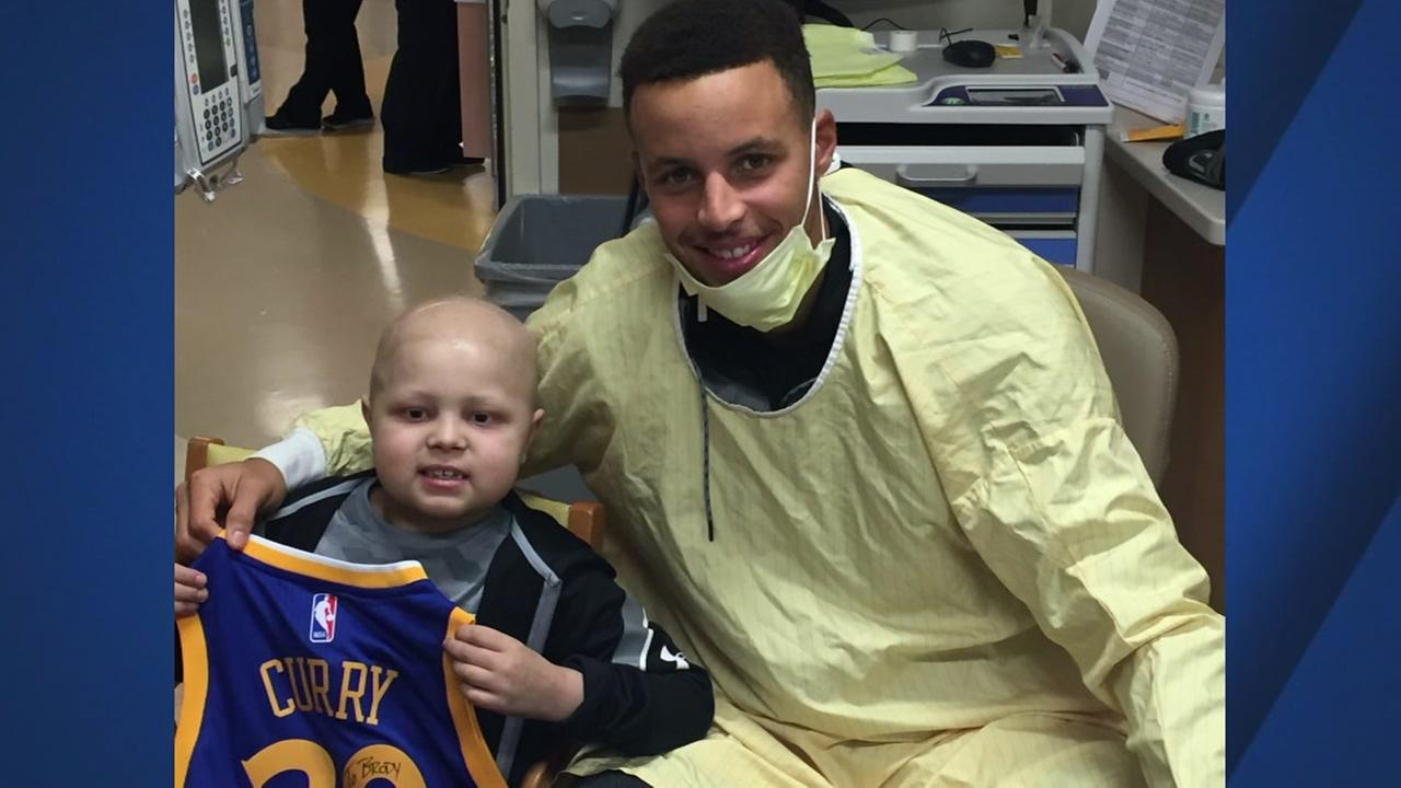 Warriors star Stephen Curry takes a photo with Brody Stephens, an Indiana boy who beat leukemia twice since his birth.