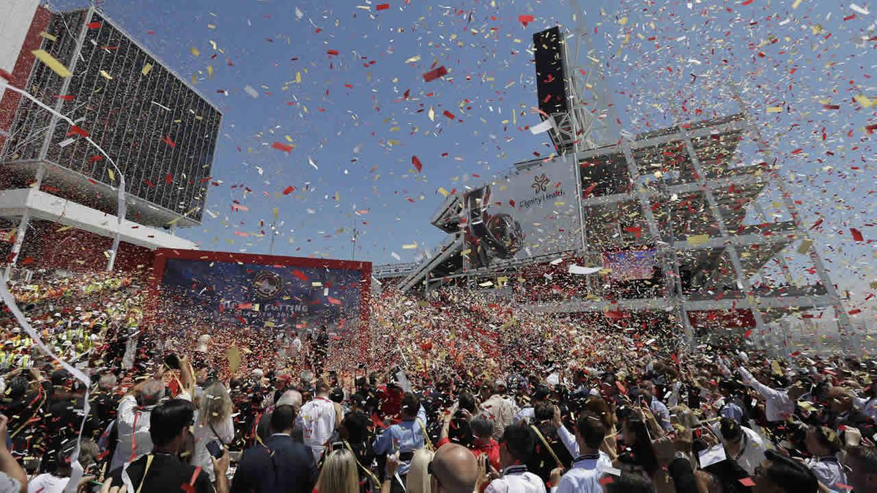 Ribbon cutting 49ers stadium