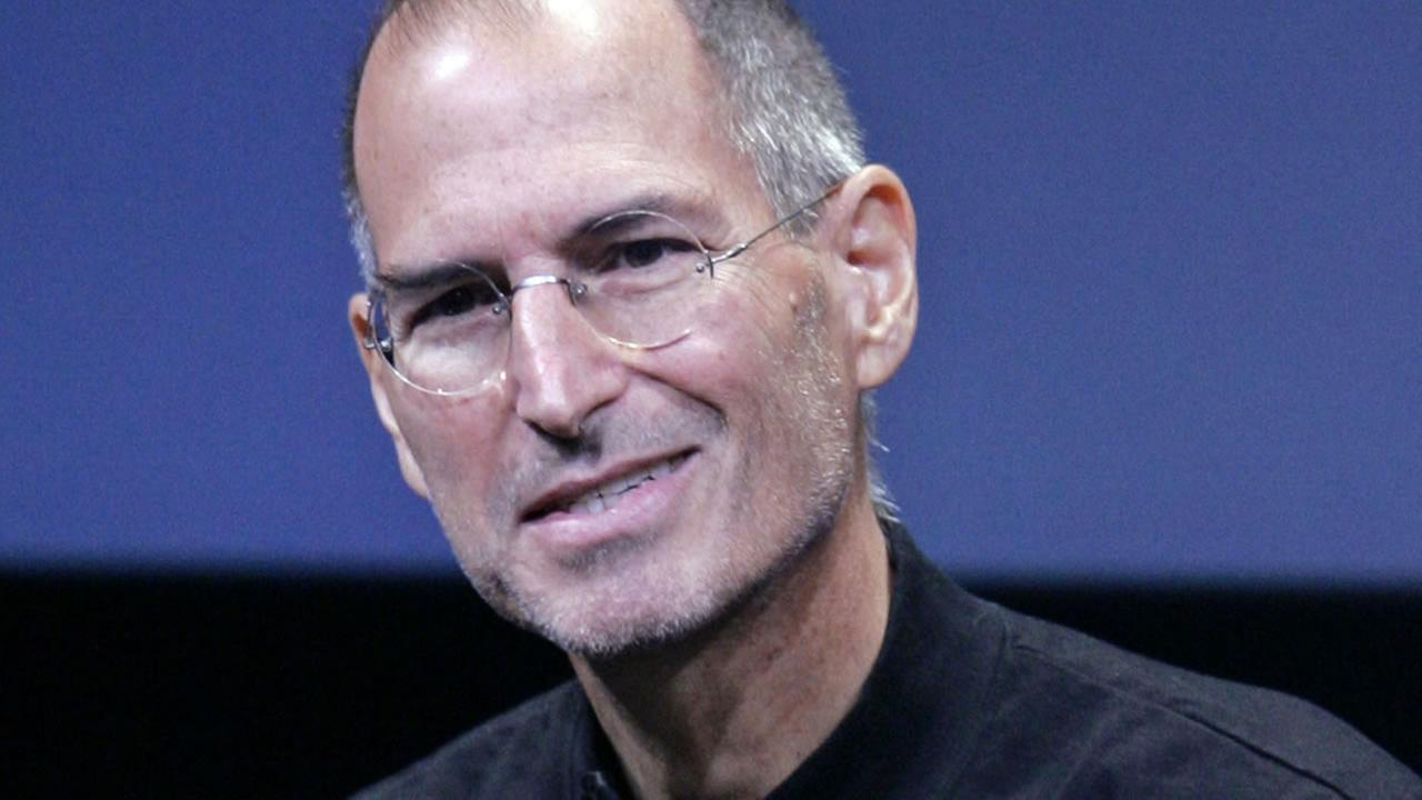 FILE - In this Oct. 14, 2008 file photo, Apple CEO Steve Jobs smiles during a product announcement at Apple headquarters in Cupertino, Calif.  (AP Photo/Paul Sakuma, file)
