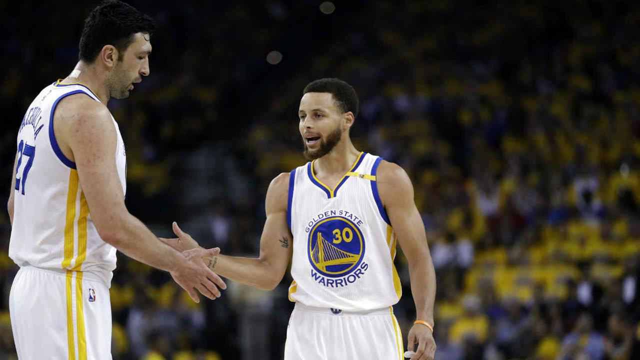 Golden State Warriors Stephen Curry (30) shakes hands with teammate Zaza Pachulia during a game against the San Antonio Spurs, Tuesday, May 16, 2017, in Oakland, Calif.